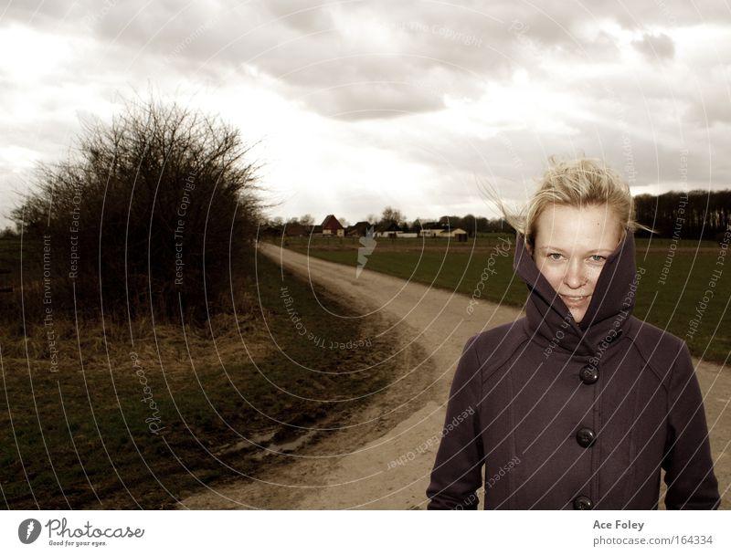 The Long and Winding Road Frau Mensch Natur Jugendliche schön Gesicht ruhig feminin Stil Freiheit Haare & Frisuren Kopf Mund Landschaft Zufriedenheit Feld