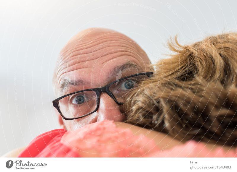 Überraschung Mensch maskulin feminin Frau Erwachsene Mann Paar Partner Kopf Haare & Frisuren Auge 2 blond Glatze Blick Umarmen Zusammensein Frühlingsgefühle