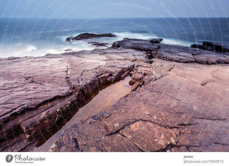 Tausend Geschichten Urelemente Wasser Himmel Horizont Wetter schlechtes Wetter Felsen Wellen Küste Insel Republik Irland alt groß Unendlichkeit blau braun weiß