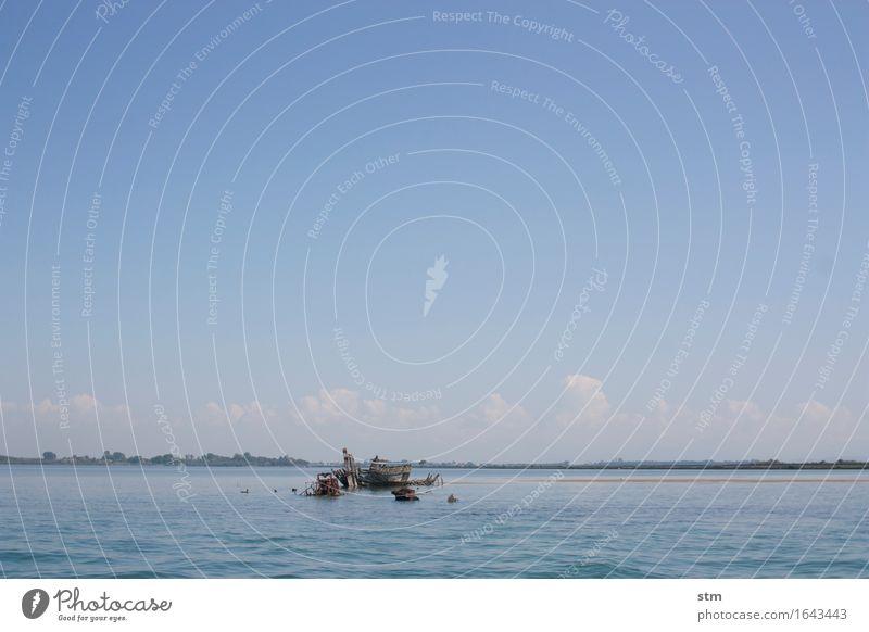 gebrochen Umwelt Natur Landschaft Wasser Himmel Schönes Wetter Wellen Küste Meer Schifffahrt Übermut dumm Desaster Einsamkeit bedrohlich Krise Schiffsunglück