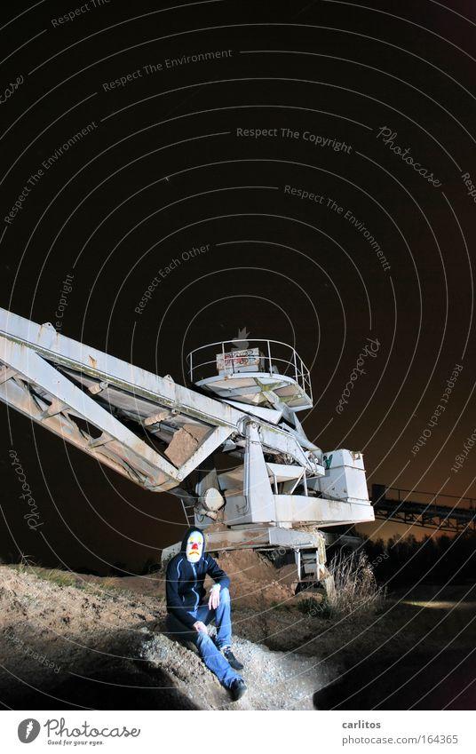 Nachts sind alle Gruben grau Außenaufnahme Experiment Textfreiraum oben Kunstlicht Langzeitbelichtung Starke Tiefenschärfe Zentralperspektive Weitwinkel