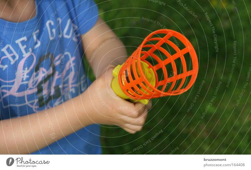 No Name Toy Mensch Kind Hand Sommer Freude Spielen Wärme Garten Kindheit Freizeit & Hobby Arme Haut Design Finger T-Shirt Ball