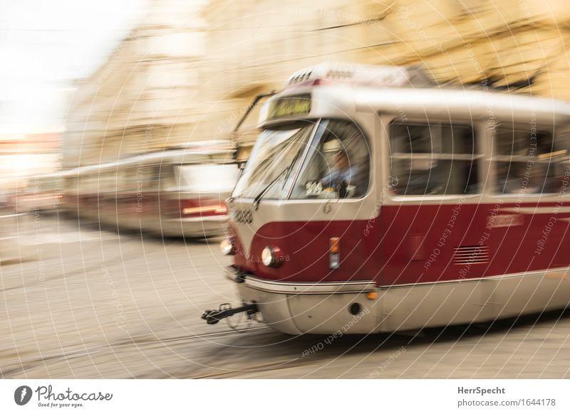 rush hour Prag Stadtzentrum Altstadt Bauwerk Gebäude Fassade Verkehr Verkehrsmittel Personenverkehr Öffentlicher Personennahverkehr Berufsverkehr Straße