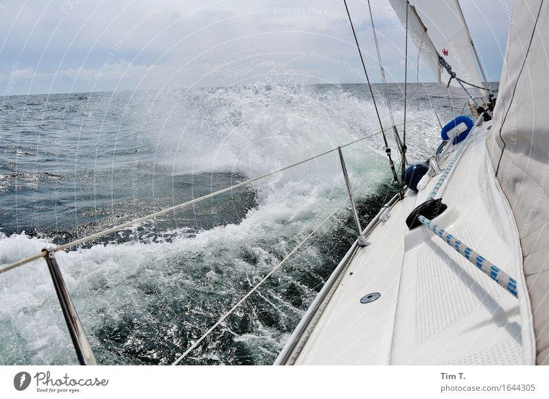 Wind Lifestyle Ferien & Urlaub & Reisen Abenteuer Ferne Freiheit Meer Wellen Umwelt Natur Wasser Ostsee Segeln Segelboot Segelschiff Farbfoto Außenaufnahme