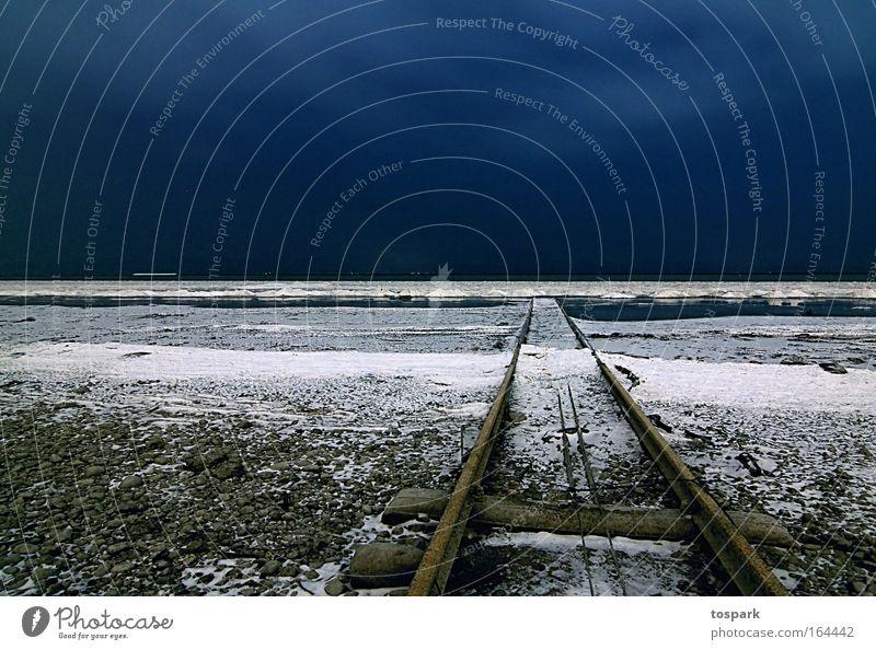 Schiene in den See Natur Wasser Himmel blau Winter kalt Schnee Stein Wege & Pfade See Landschaft Eis Wetter Umwelt Horizont ästhetisch
