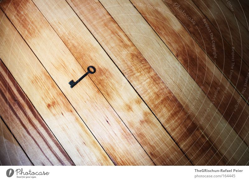 Schlüsselerlebnis schwarz Holz braun Kunst ästhetisch Boden Bodenbelag fantastisch Schlüssel Verlauf Kunstwerk