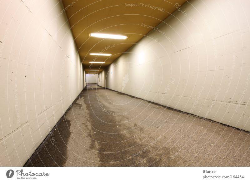Ins Nichts weiß Wand grau Mauer braun Beton Tunnel Unterführung