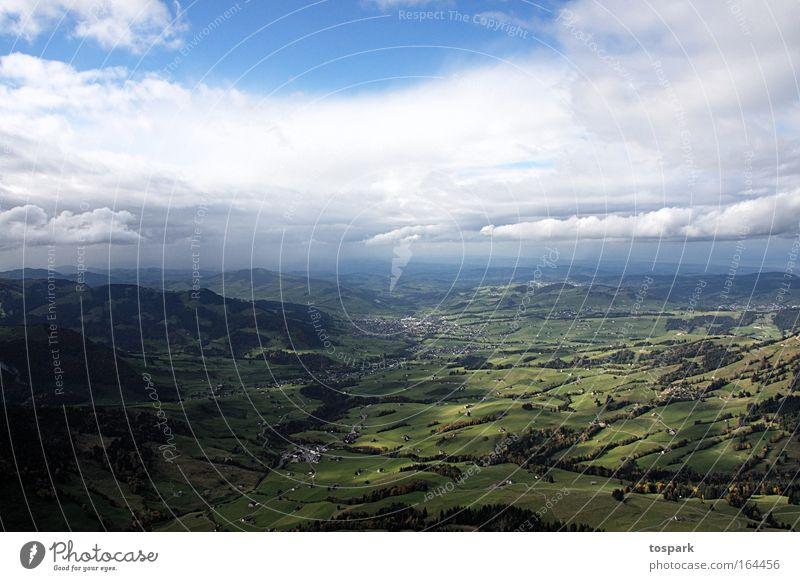 Blick ins Tal Natur Himmel Sonne Pflanze Sommer Wolken oben Berge u. Gebirge Wege & Pfade See Landschaft Feld wandern Wetter Horizont