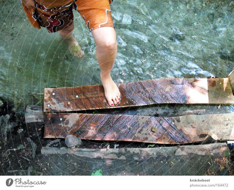 Wasser Mensch Jugendliche Wasser Sommer ruhig Erholung Beine Junge Frau Wellness Fluss Farbfoto