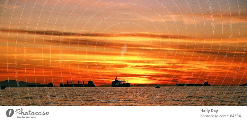 Sunset & Ships Sonnenuntergang Himmel Wasser Sommer Ferien & Urlaub & Reisen Meer Wolken Küste Wasserfahrzeug Horizont groß Güterverkehr & Logistik Schönes Wetter Kanada Sonnenaufgang Panorama (Bildformat)