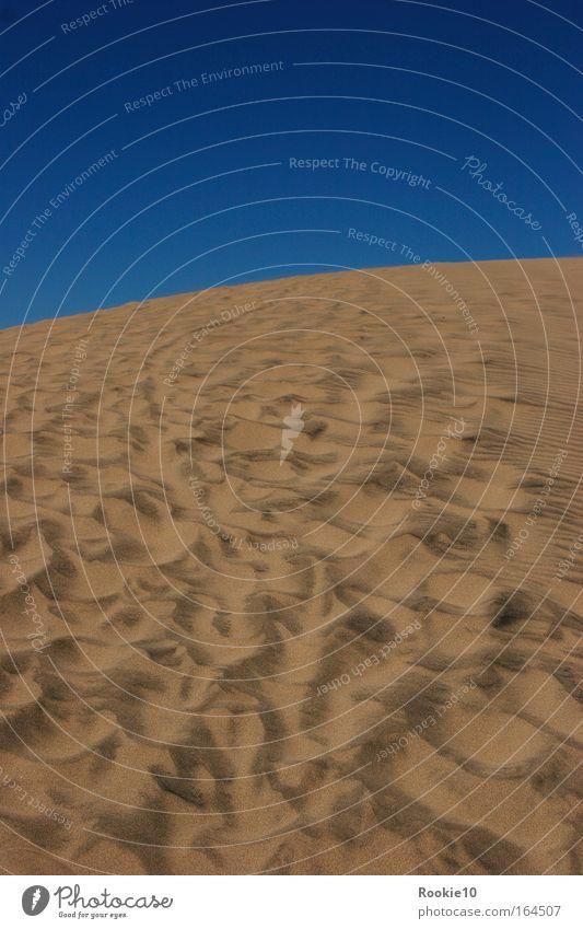 Spuren ... Himmel Natur blau Sommer ruhig Ferne gelb Erholung Gefühle Landschaft Umwelt Glück Sand Wärme Wetter Zufriedenheit