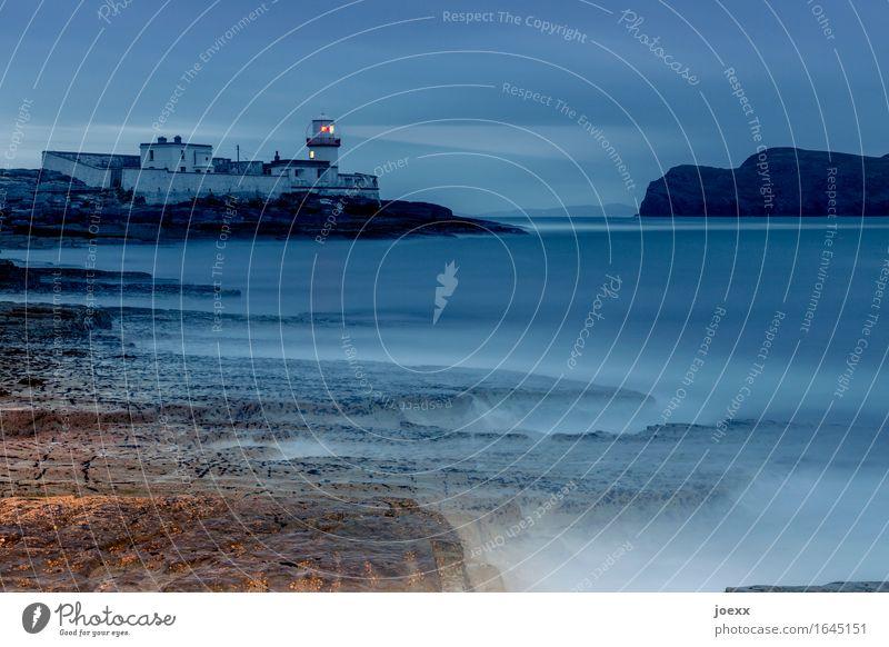 15° Nord Wasser Himmel Felsen Küste Meer Valentia Island Republik Irland Leuchtturm leuchten alt historisch blau braun rot Einsamkeit Sicherheit Farbfoto