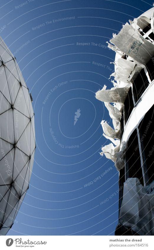 IX blau Wind Fassade hoch außergewöhnlich Zukunft rund Technik & Technologie Wissenschaften Ruine wehen Industrieanlage Fortschritt Wolkenloser Himmel spionieren