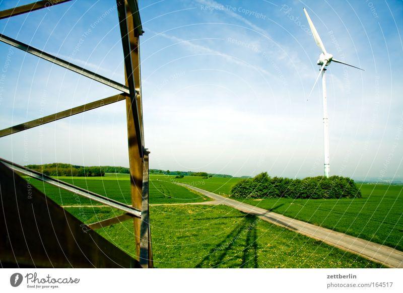 Windkraft Himmel Wolken Ferne Straße Wege & Pfade Landschaft Straßenverkehr Umwelt Energiewirtschaft Klima Windkraftanlage Stahl Strommast Umweltschutz
