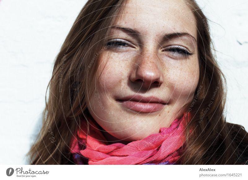 Sommerfrische Stil Freude schön Haut Gesicht Leben harmonisch Junge Frau Jugendliche Sommersprossen 18-30 Jahre Erwachsene Schönes Wetter Tuch brünett