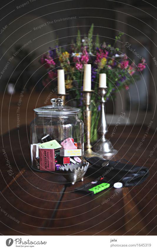 küchentisch Häusliches Leben Wohnung Innenarchitektur Möbel Tisch Raum Dekoration & Verzierung Blumenstrauß Kerzenständer ästhetisch Holztisch Farbfoto