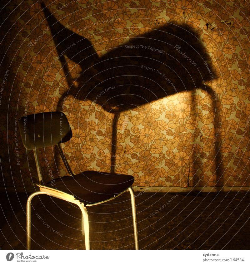 Sciaphobie Farbfoto Innenaufnahme Menschenleer Textfreiraum rechts Textfreiraum oben Textfreiraum Mitte Nacht Kunstlicht Licht Schatten Schwache Tiefenschärfe