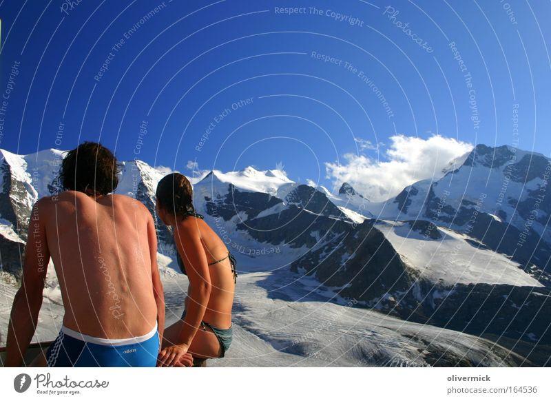 cold play Farbfoto Außenaufnahme Abend Mensch maskulin feminin Frau Erwachsene Mann Rücken 2 Umwelt Natur Wetter Schnee Felsen Alpen Berge u. Gebirge Gipfel