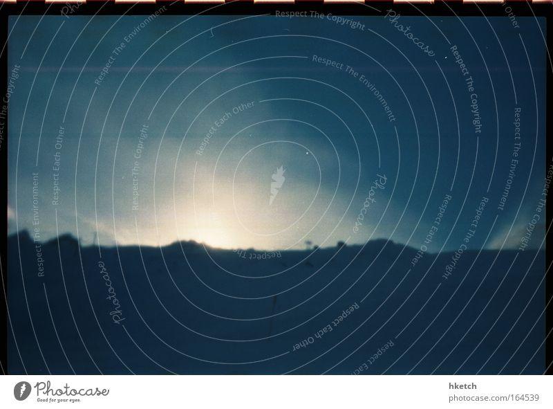 wintertime love Farbfoto Gedeckte Farben Außenaufnahme Experiment Menschenleer Textfreiraum oben Textfreiraum unten Abend Licht Sonnenlicht Sonnenstrahlen