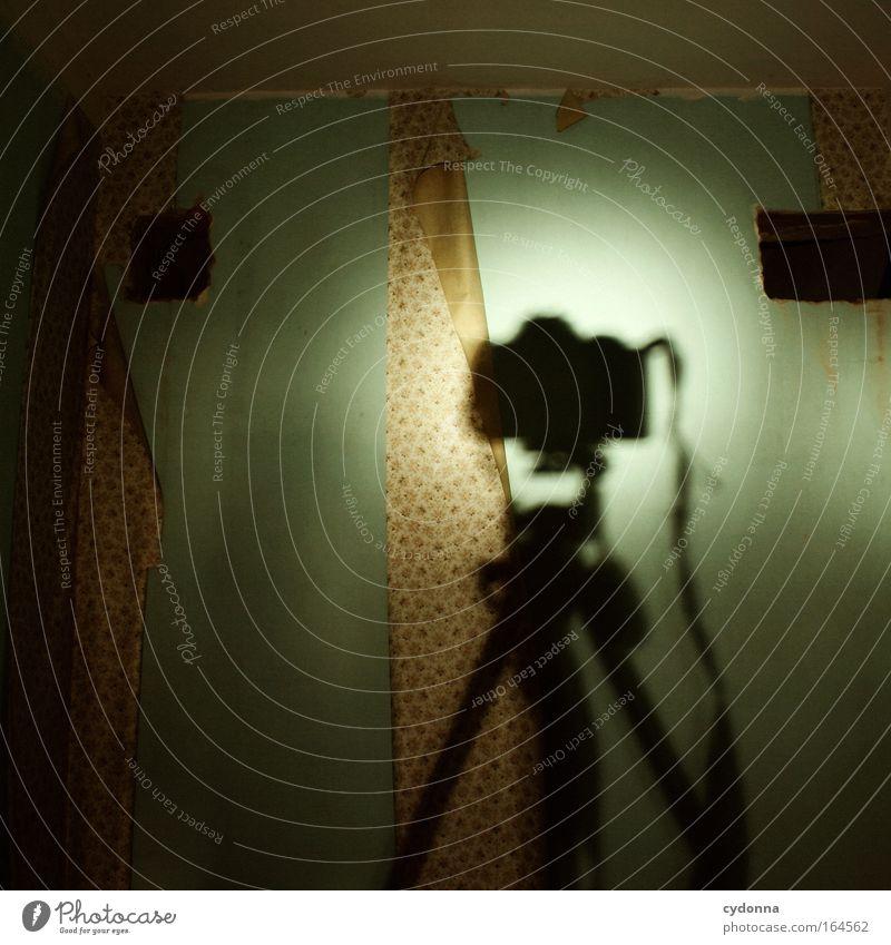 Standpunkt Leben Angst Zeit Design planen ästhetisch bedrohlich Macht Häusliches Leben Kommunizieren Wandel & Veränderung Vergänglichkeit Fotokamera geheimnisvoll Zeichen Kreativität