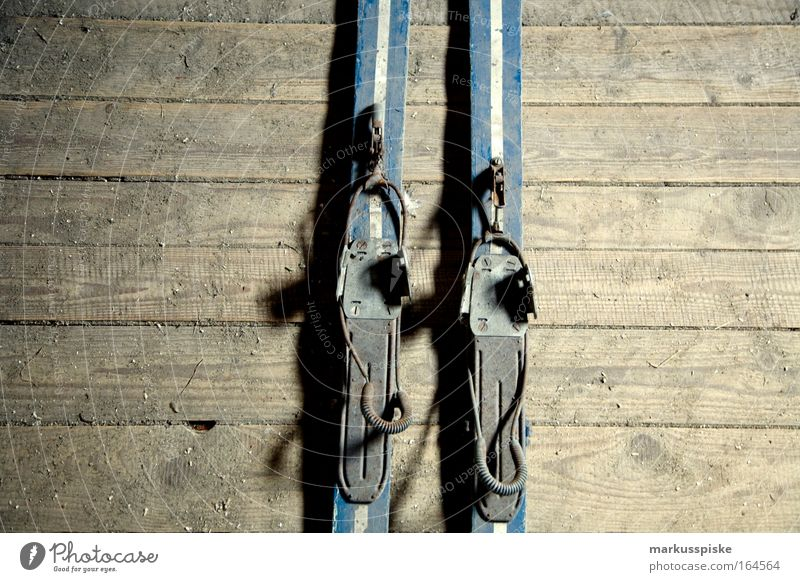 go skiing alt blau grau retro Skier Anschnitt Bildausschnitt Retro-Trash
