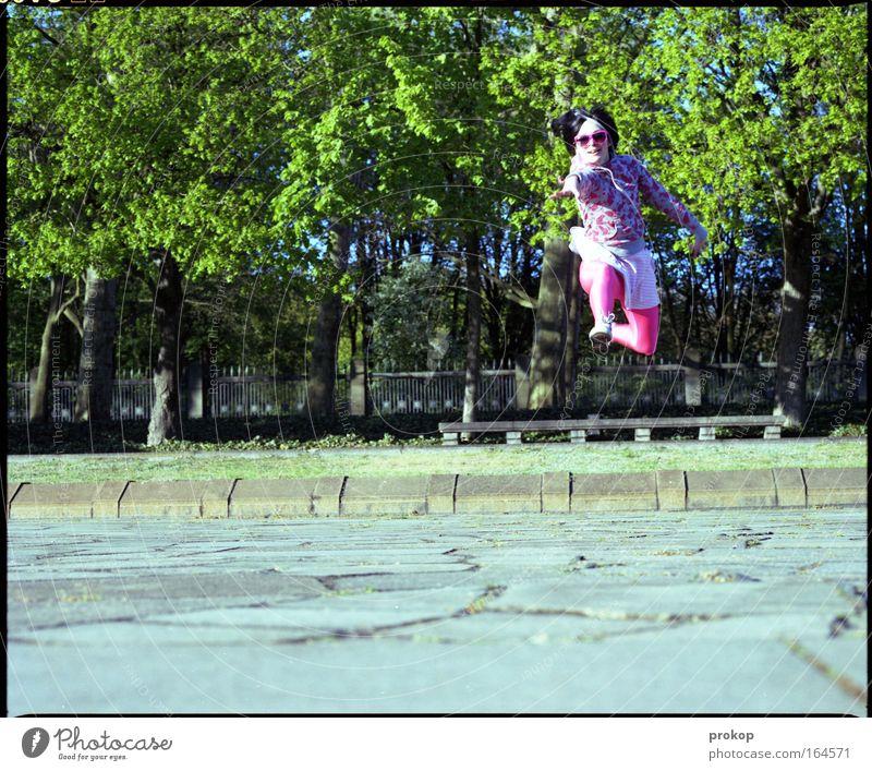 Kür Mensch Jugendliche Freude Erwachsene feminin Haare & Frisuren springen Glück Beine Tanzen Arme fliegen verrückt Coolness 18-30 Jahre einzigartig