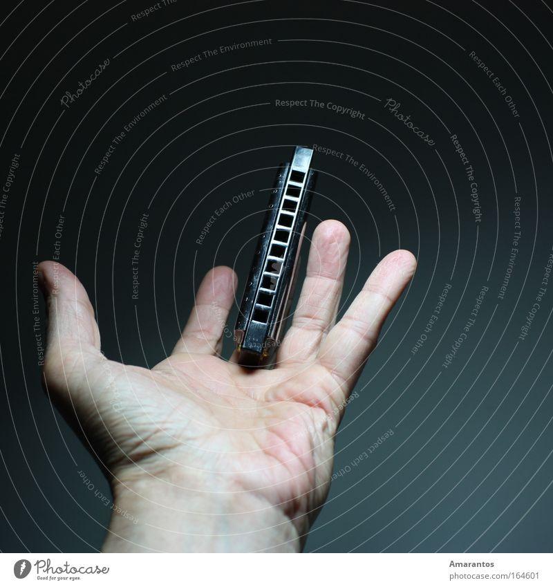 Harp Sucker Farbfoto Studioaufnahme Kunstlicht Blitzlichtaufnahme Schatten Kontrast Mensch maskulin Haut Hand Finger 1 Künstler Bühne Kultur Veranstaltung Musik