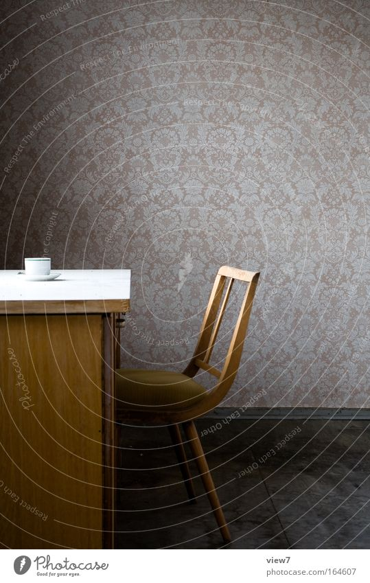 Pause, endlich. Einsamkeit Erholung Holz Stein Traurigkeit Stimmung planen Beton Tisch Getränk Kaffee Stuhl Frieden Wandel & Veränderung Dekoration & Verzierung