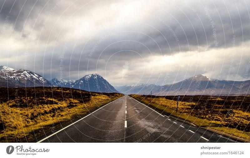 Highland Road Ferien & Urlaub & Reisen Tourismus Ausflug Abenteuer Ferne Berge u. Gebirge wandern Umwelt Natur Landschaft Wolken Klima schlechtes Wetter Felsen