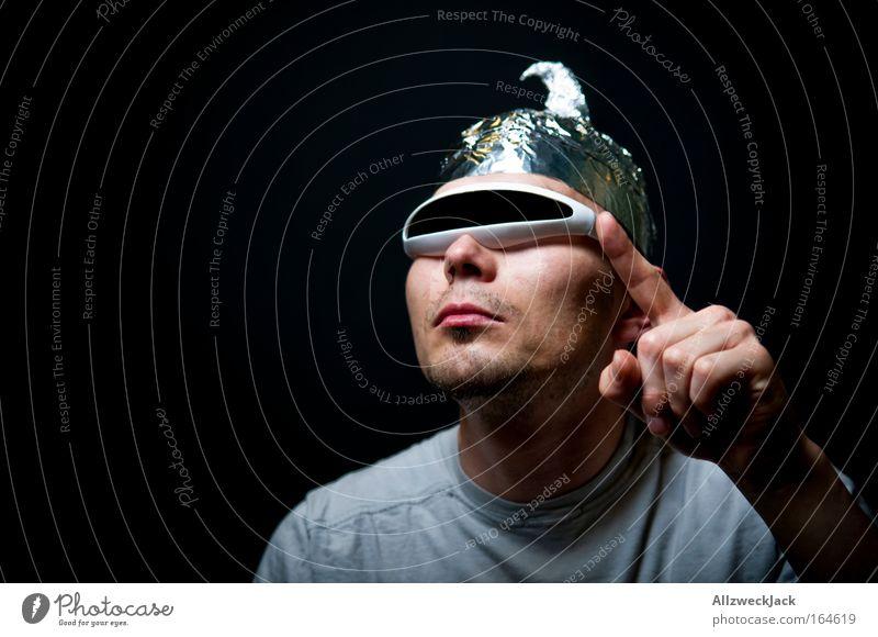 paranoia-man Mensch Erwachsene Computerspiel maskulin Abenteuer verrückt Zukunft einzigartig 18-30 Jahre Schutz Weltall trashig Strahlung Außerirdischer Junger Mann Space Invaders