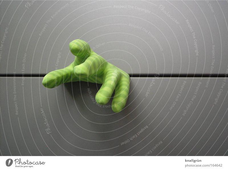 HELP! Hand grün Gefühle grau Angst Finger Hoffnung gefangen Handschuhe achtsam
