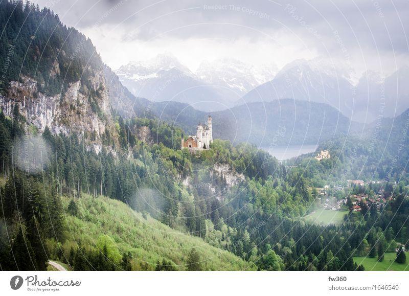 Cloudy View Schloss Neuschwanstein Wolken ruhig Deutschland modern Europa Burg oder Schloss Dorf Wahrzeichen Sehenswürdigkeit Bayern Identität Palast bevölkert Skilift Seilbahn Neuschwanstein