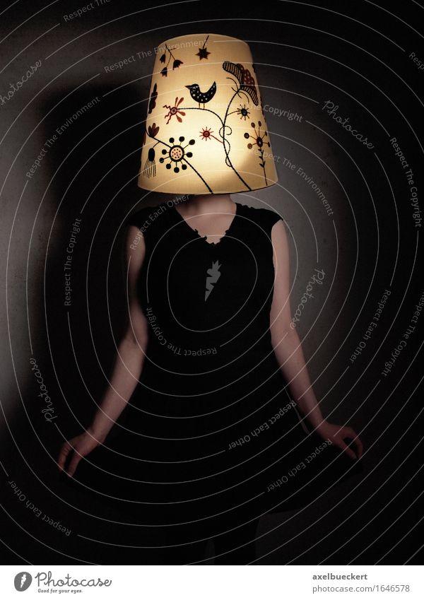 ihr geht ein Licht auf Mensch Frau Jugendliche Junge Frau 18-30 Jahre Erwachsene feminin Lampe leuchten einzigartig Idee Kleid verstecken bizarr anonym Leuchter