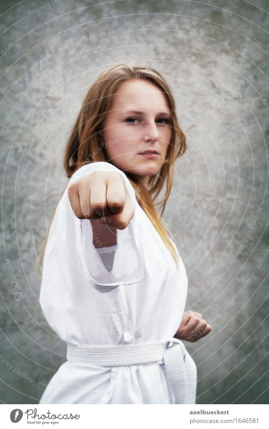 Taekwondo Mensch Jugendliche Junge Frau 18-30 Jahre Erwachsene feminin Sport Freizeit & Hobby Kraft Fitness stark Sport-Training Faust Kampfsport