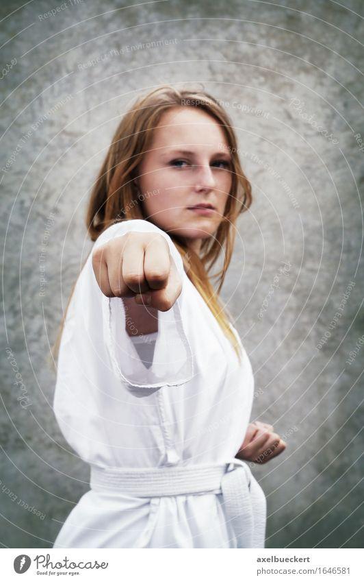 Taekwondo Mensch Jugendliche Junge Frau 18-30 Jahre Erwachsene feminin Sport Freizeit & Hobby Kraft Fitness stark Sport-Training Faust Kampfsport Taekwondo