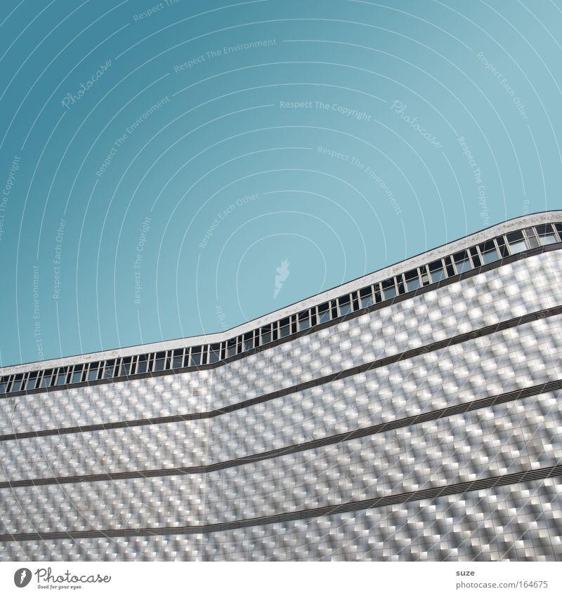 Blechbüchse blau Fenster Wand Architektur Mauer Gebäude Stil Metall Linie Kunst Fassade Design modern ästhetisch Streifen Schönes Wetter
