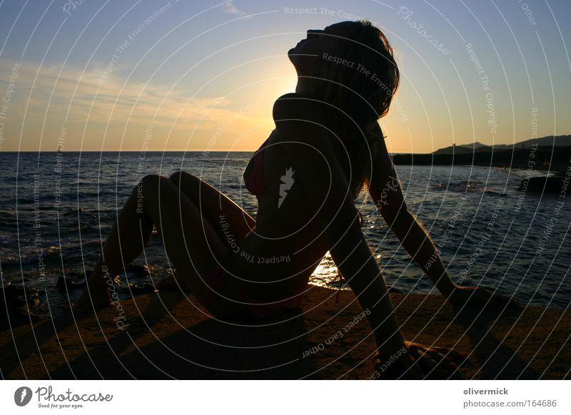 ganslhaut mehrfarbig Außenaufnahme Abend Silhouette Sonnenaufgang Sonnenuntergang Gegenlicht Ganzkörperaufnahme Profil harmonisch Wohlgefühl Erholung Strand