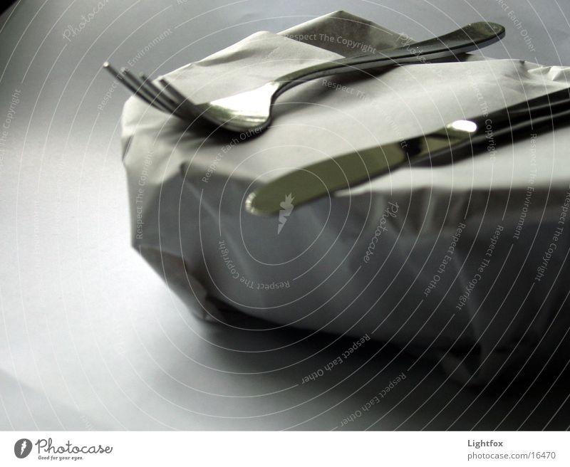 Christos oder nicht Christo... Gabel Papier heiß grau einpacken Italiener Stillleben Kunst Ausstellung Messer Ernährung