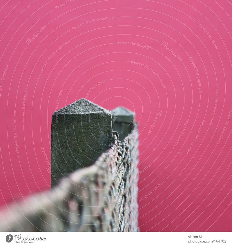 Hauswände gibt es... Farbfoto Außenaufnahme abstrakt Textfreiraum oben Tag Unschärfe Zentralperspektive Einfamilienhaus Gebäude Mauer Wand Fassade Gartenzaun