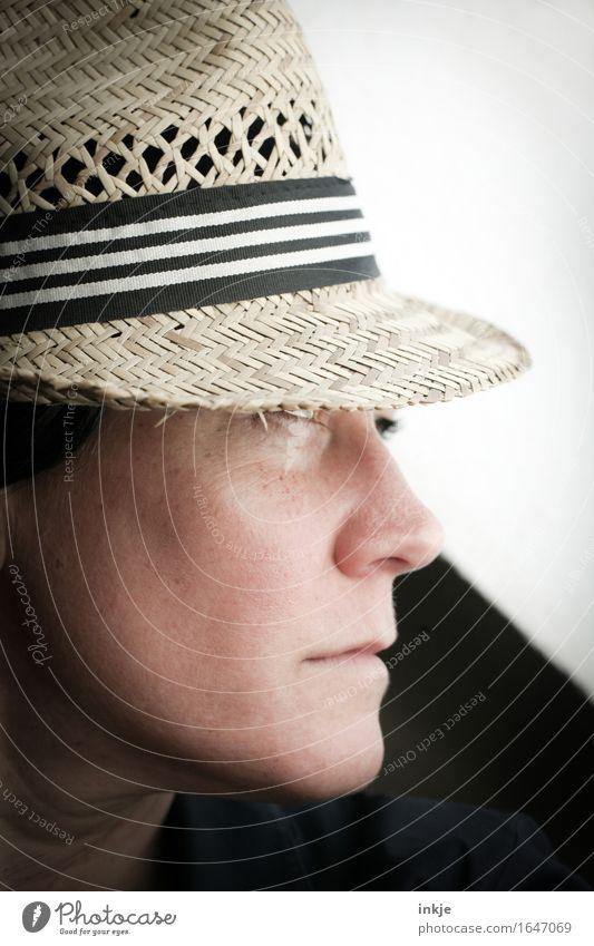 Strohhut 2 Mensch Frau Gesicht Erwachsene Leben Gefühle Stil Lifestyle elegant einzigartig Coolness Hut selbstbewußt ernst
