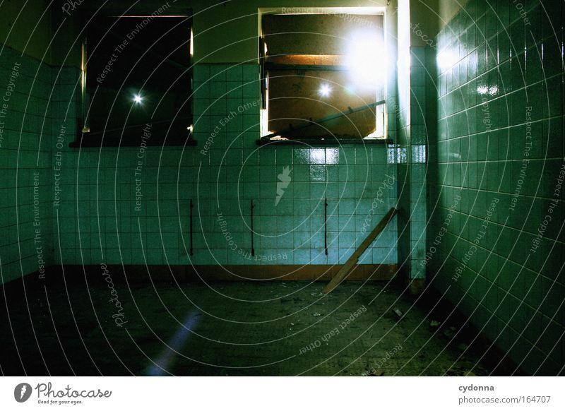Lichtlücken Einsamkeit Wand Fenster Freiheit Bewegung Mauer Stimmung Kraft Raum Zeit geschlossen ästhetisch Sicherheit retro Häusliches Leben Vergänglichkeit