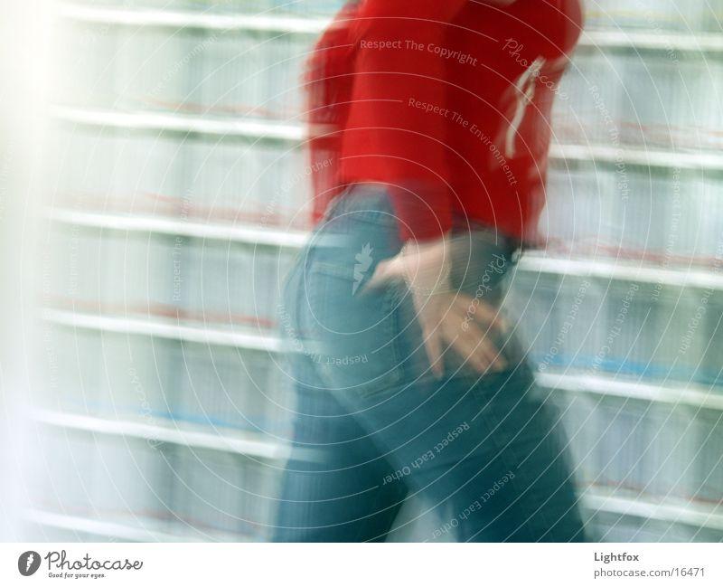 Na du Hintern Geschwindigkeit Unschärfe Regal Frau Gesäß rot rotes teil Jeanshose Mensch Verzerrung laufen