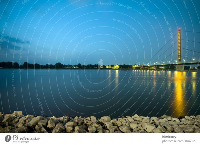 riverside Himmel Wasser Sommer ruhig Freiheit Architektur Küste Zufriedenheit Erde elegant Design Verkehr groß Energiewirtschaft Brücke