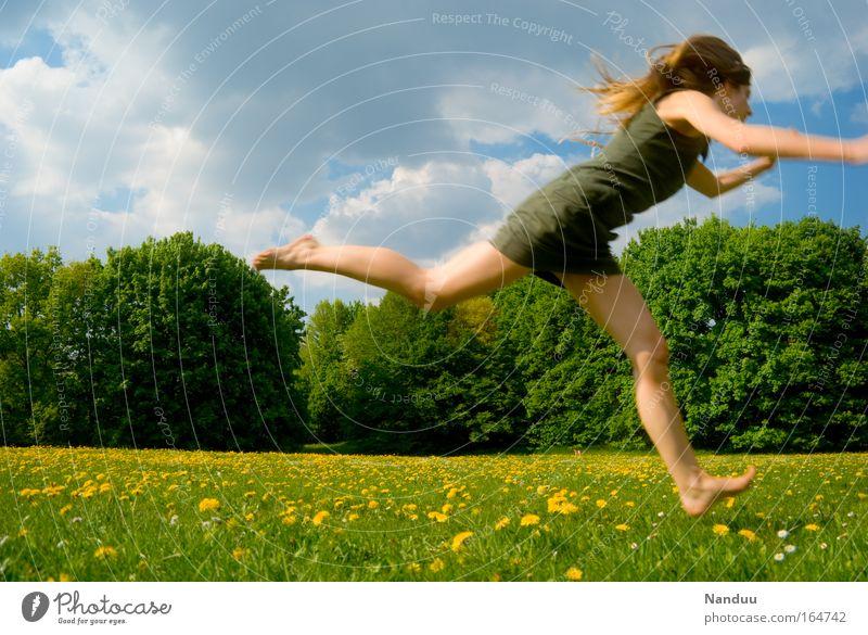 Warte auf mich Mensch Natur Jugendliche grün schön Sommer Blume Freude gelb feminin Wiese Leben Landschaft springen Frau blond
