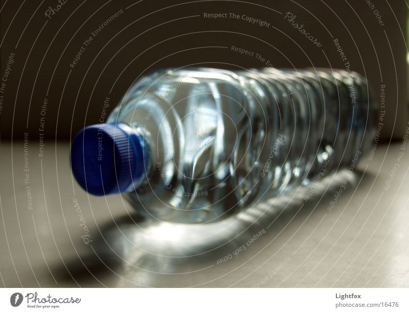 Wasserly Kandinsky Durstlöscher Recycling Pfand Sauberkeit rein Erfrischung Dinge Klarheit Statue Flasche Makroaufnahme pet
