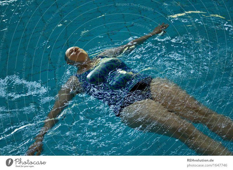 Aquafitness-Pause Sport Wassersport Schwimmen & Baden Schwimmbad Mensch feminin Frau Erwachsene Körper 1 30-45 Jahre Glatze Bewegung frei Gesundheit nass
