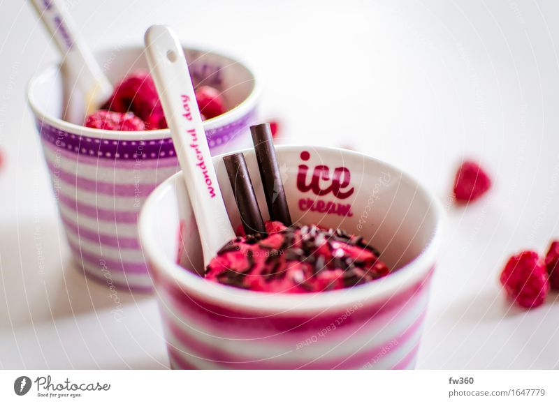 Himbeeren Frozen Yogurt Closeup Lebensmittel Joghurt Milcherzeugnisse Frucht Dessert Speiseeis Ernährung Essen Slowfood Geschirr Becher Feste & Feiern