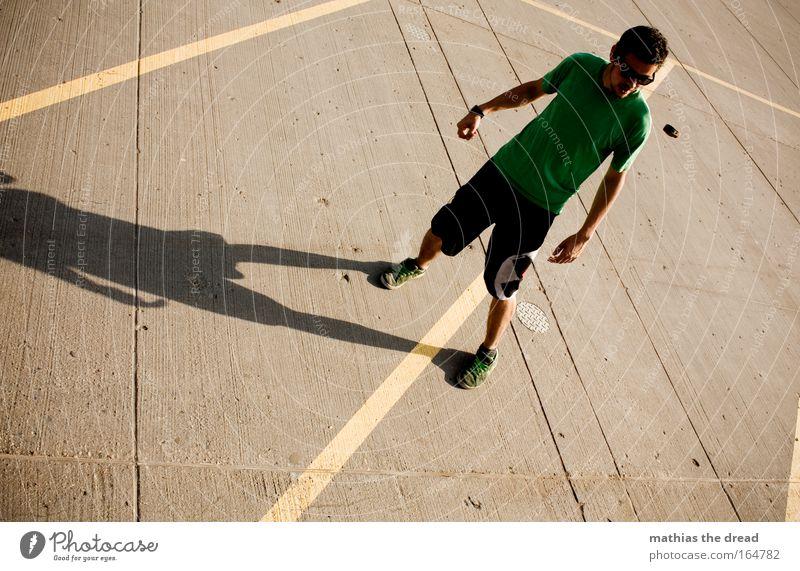 IM VISIER Mensch Jugendliche Sommer Freude Erwachsene Leben Spielen Park Freizeit & Hobby fliegen Beton maskulin frei Lifestyle stehen Coolness