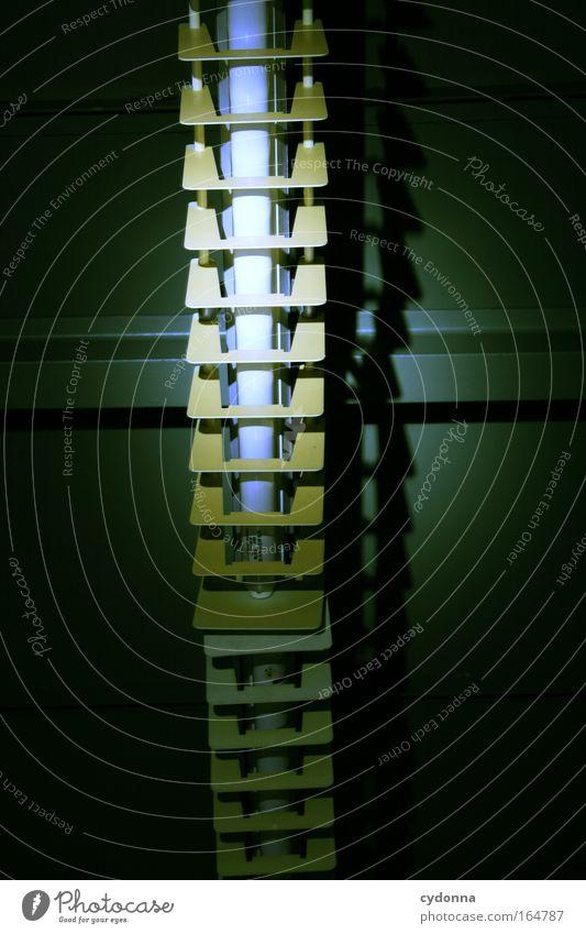 Leuchtstoff Farbfoto Innenaufnahme Detailaufnahme Menschenleer Textfreiraum unten Nacht Kunstlicht Licht Schwache Tiefenschärfe Froschperspektive Bildung