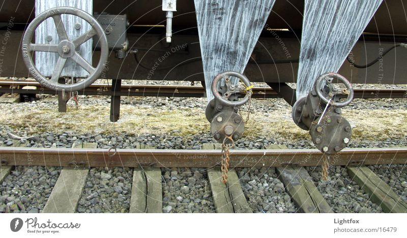Zug um Zug Eisenbahn Gleise Säure Eisenbahnwaggon Holz Elektrisches Gerät Technik & Technologie Detailaufnahme alt Rad Chemie Metall